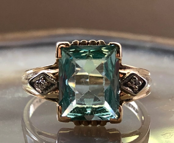Gorgeous vintage green emerald cut ring