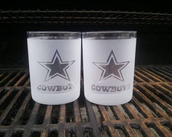 A Dallas cowboys personalized whiskey glass is a perfect gift for him . A  whiskey glass is perfect gift for dad or groomsmen weddings d132f20b1