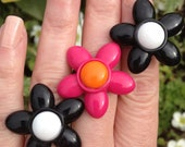 Vintage lucite flower ring adjustable, 1960s mary quant domed hippy flower power lucite plastic flower ring, Mid century retro cocktail ring