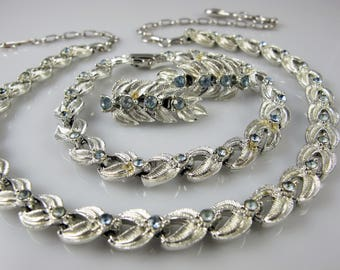 Coro parure necklace bracelet earrings set vintage, Silver blue rhinestone Coro vintage parure set, Coro vintage jewellery jewelry, Wedding