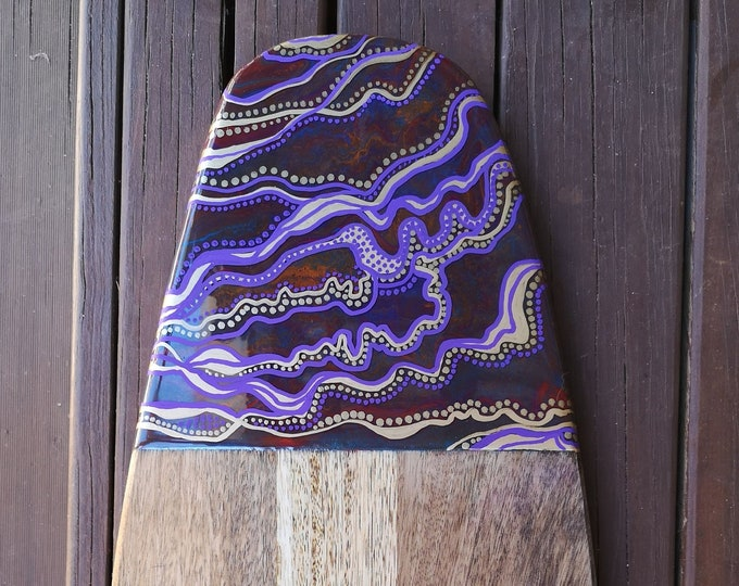 Mangowood Serving board customised with abstract art