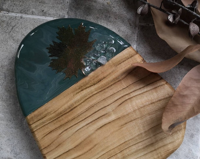 Resin maple leaf cheeseboard