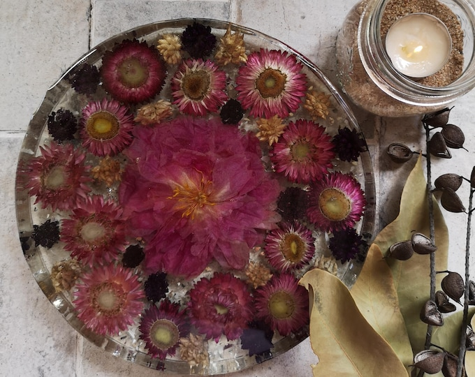 Peony Resin Centrepiece with strawflowers