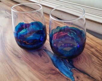 Stemless wine glasses with blue resin artwork, set of two