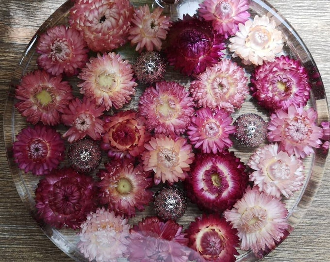 Strawflower and resin serving board