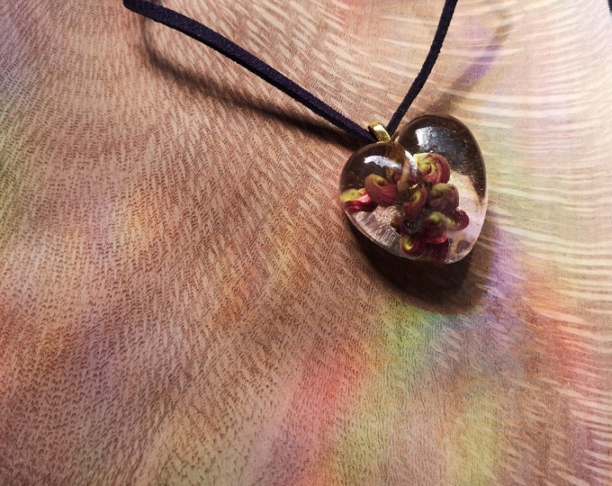 Resin pendants with dried flowers, alcohol ink and clay