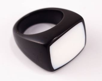 Black Resin and White Shell Ring; Resin Ring, Resin Jewelry;Resin Jewelry; Resin Jewellery; Resin