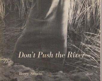 De rivier niet duwen door Barry Stevens (Softcover, Zen, Gestalt theorie) 1974