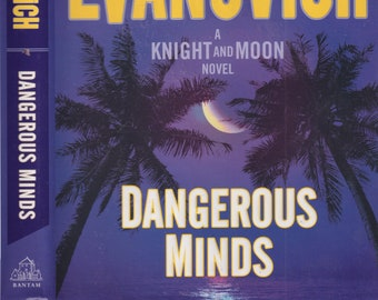 Dangerous Minds (A Knight and Moon Mystery) by Janet Evanovich  (Hardcover:  Mystery) 2017 First Edition