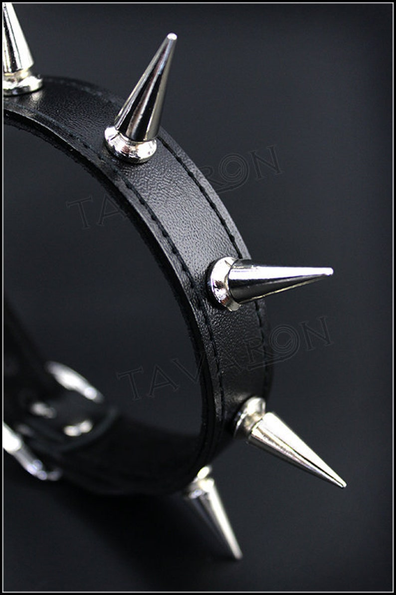 Goth Wiccan Leather day collar Leather submissive choker Leather spiked choker Gothic Leather spiked collar Leather submissive collar