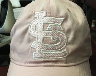 StL unstructered ball hat with velcro fastener