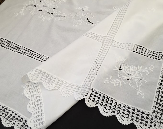 Madeira Linen Embroidered 15 Inch Table Topper Or Doily. Linens & Textiles (1930-now)