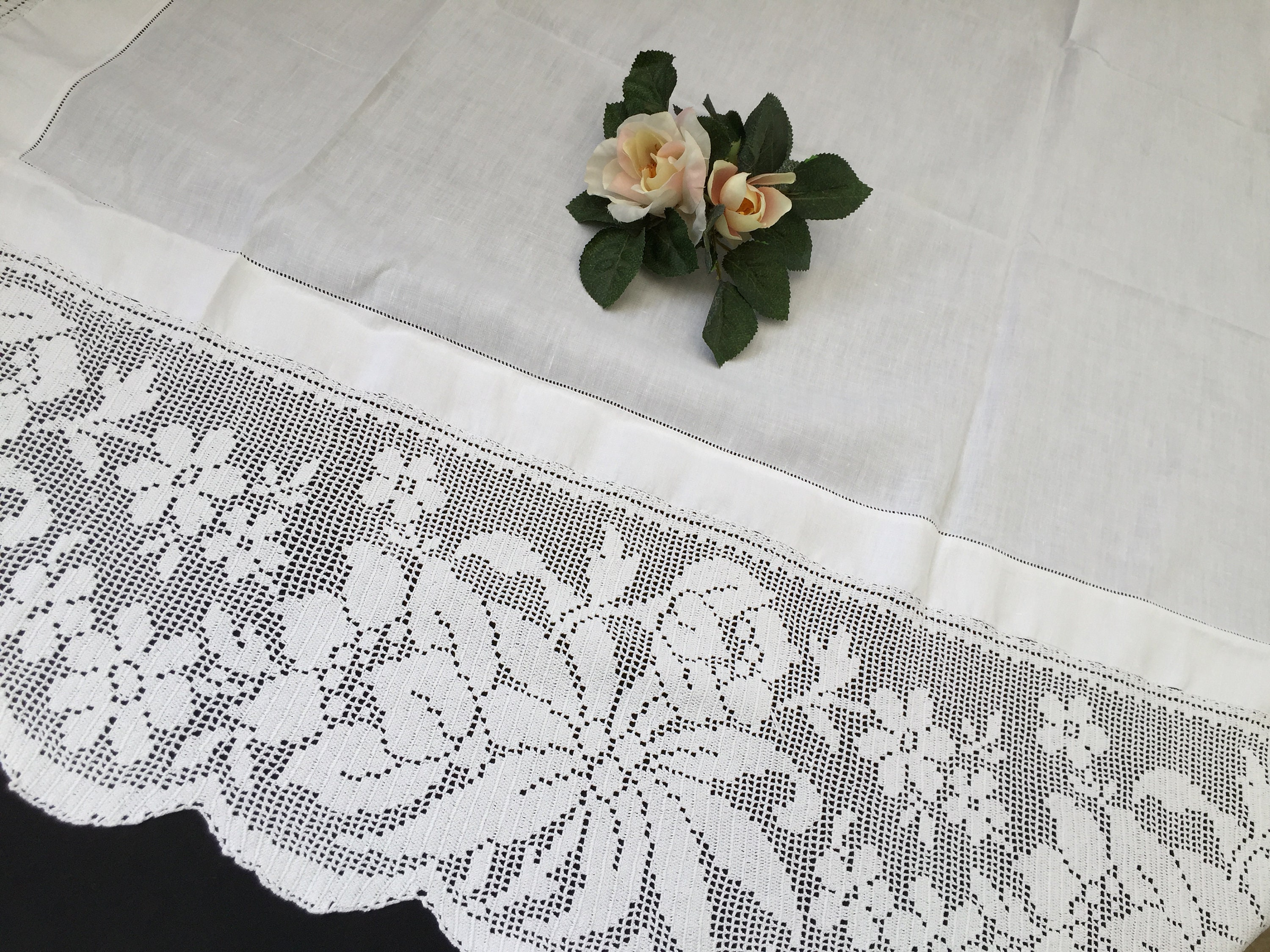 Embroidery Linens & Textiles (pre-1930) Fine Vintage Off White Linen Embroidered Table Cloth With Crochet Edging