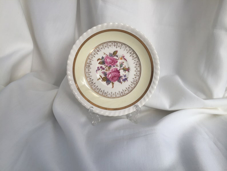 Johnson Brothers JB33 Pattern Small Vintage Saucer Old English Series