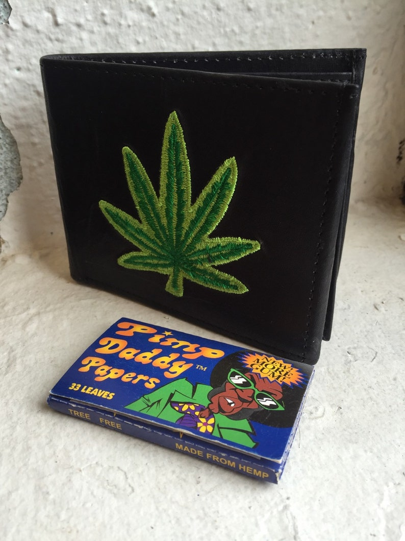 Happy Leaf Embroidered Wallet & PimpDaddy Rolling Papers Gift image 0