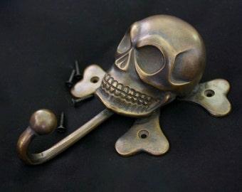 Brass Skull & Crossbones Hanging Hook - Lrg