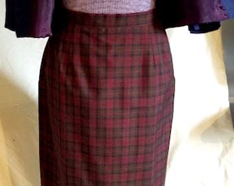 Beautifully Tailored Vintage 70's Wool Plaid Skirt