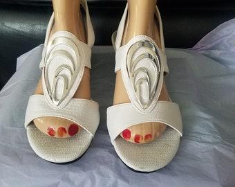 Vintage Mod White Sling Back Sandals