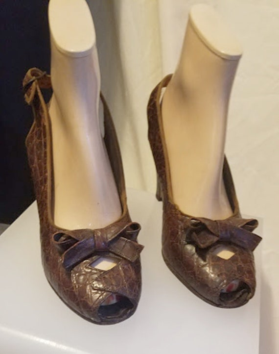 Vintage 1930's-40's Brown Leather Platforms by Cha