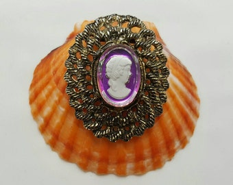 Cameo Style Pin
