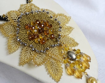 Gold Statement Wedding Flower Pendant Brooch Necklace, Modern Elegant Party Stylish Seed Bead Bridal Necklace, Bridesmaid Beaded Rope