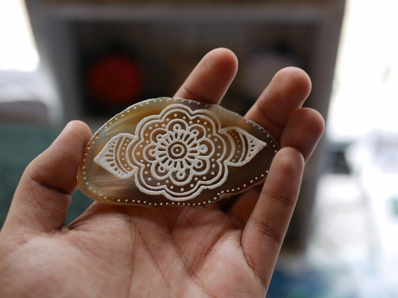 Freehand painted white mandala on an agate slab |agate slice | mini acrylic painting