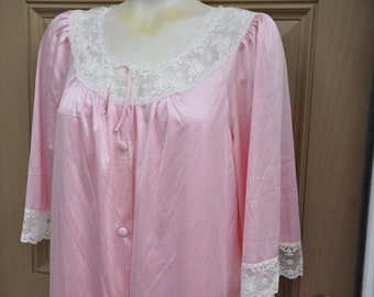 7131da0524 Vintage Two Piece Set ~ Nightgown   Robe Pale Pink With White Lace Accents  Size Medium