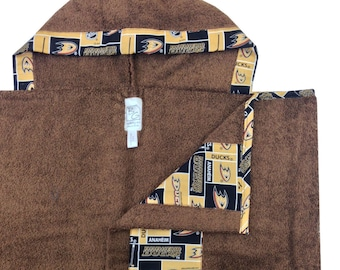 Ducks Hooded Towel Brown Gold Black