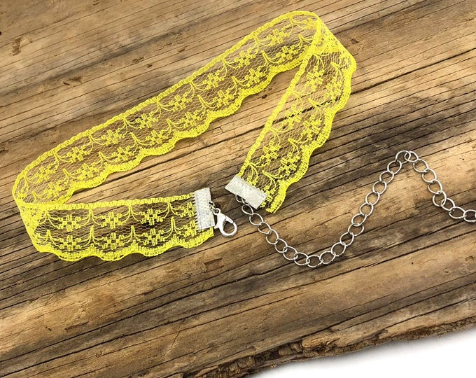 LEMONADE: yellow lace choker