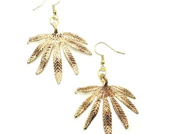 MARY JANE: detailed leaf earrings
