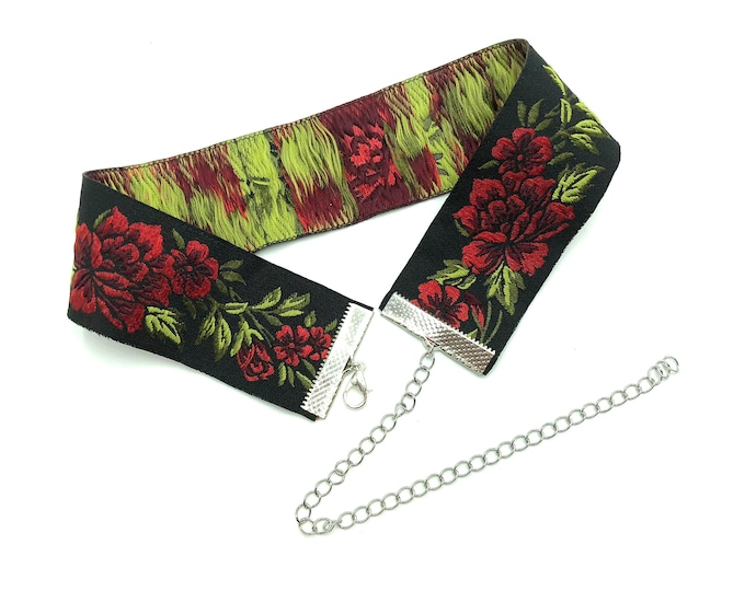 KAREN: red rose stitched jaquard ribbon choker