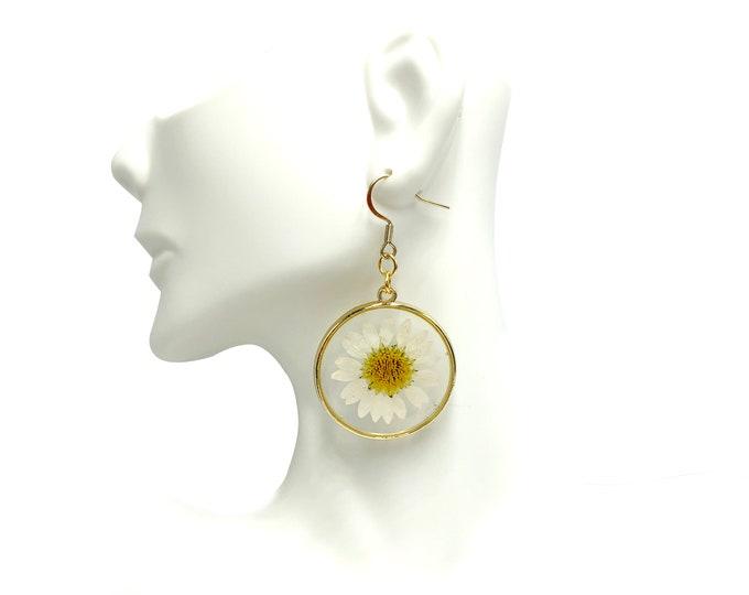 DAISY: pressed daisy resin earrings