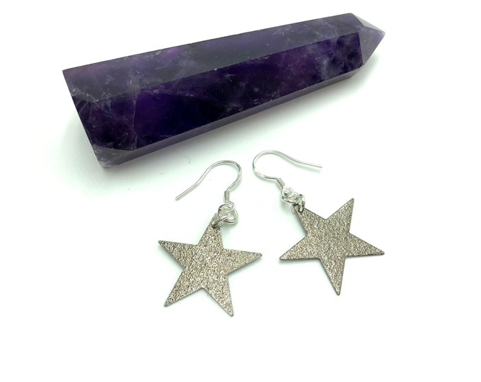 BRIGHT THINGS: sparkly star earrings