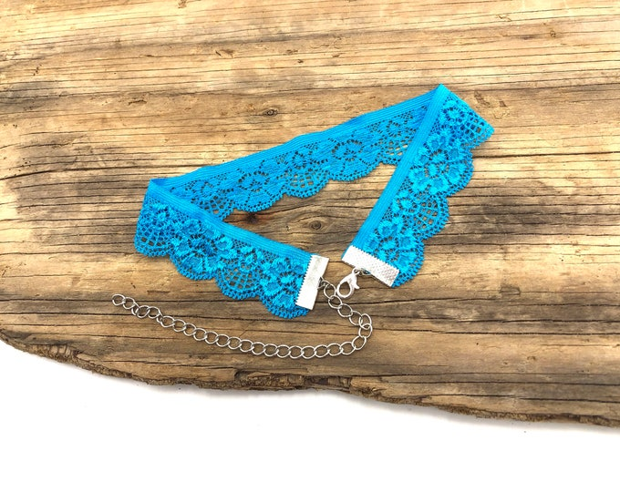 BROOKE: beautiful blue lace stretch choker