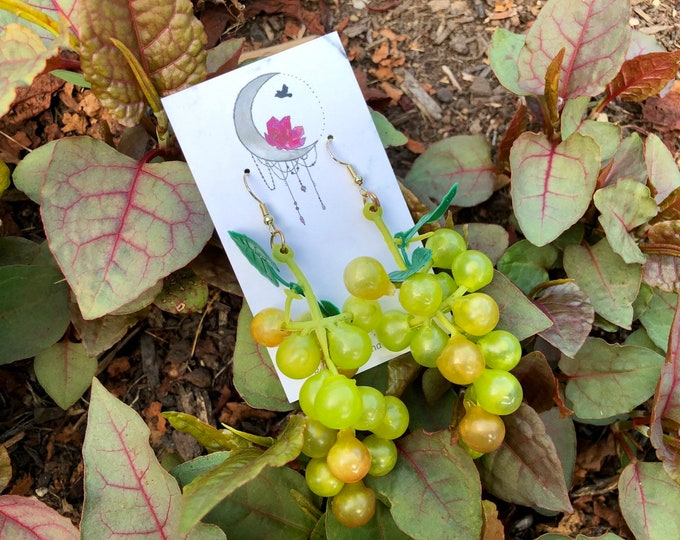 GRAPEVINE: realistic grape earrings
