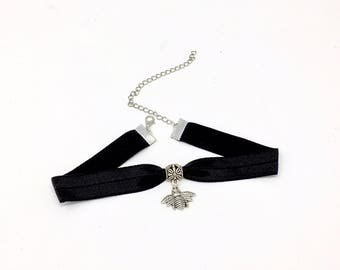 SILVER BEE: black elastic bee choker
