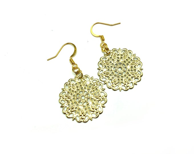 DONNA: matte gold dangle earrings