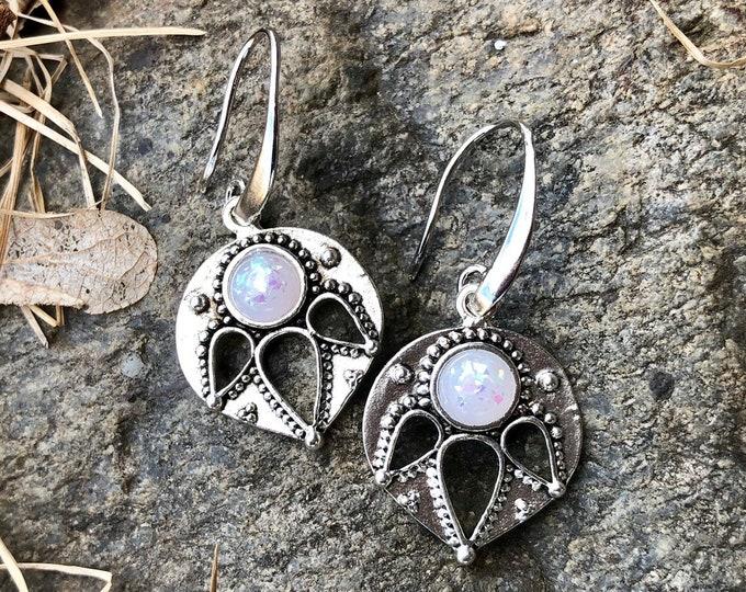 PRYA: vintage style drop earrings