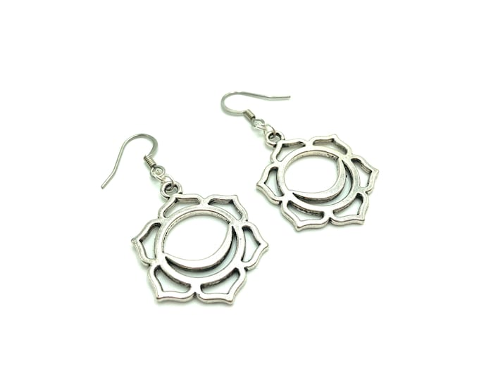 FLOWER CHAKRA: flower silver drop earrings