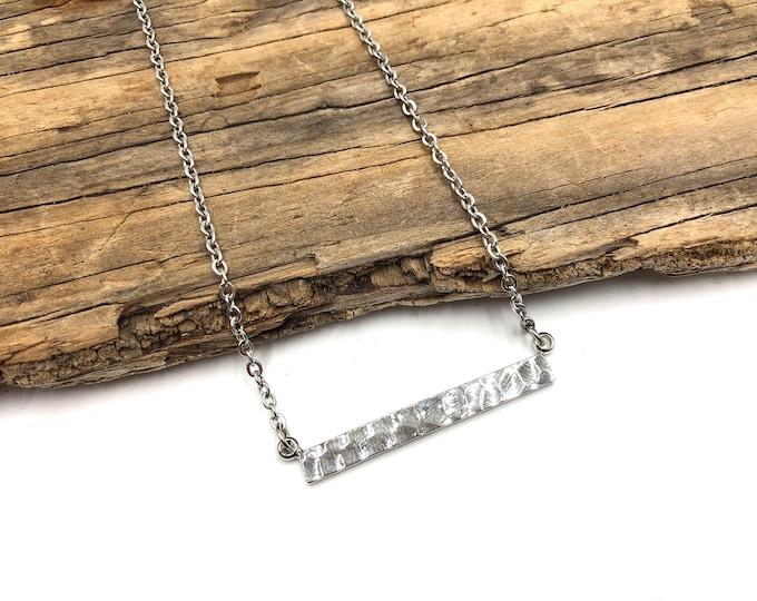 FRANCES: textured bar necklace