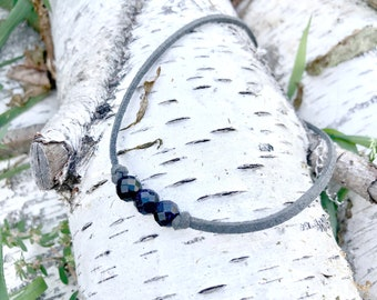 BLUE GOLDSTONE: faceted gray faux suede choker