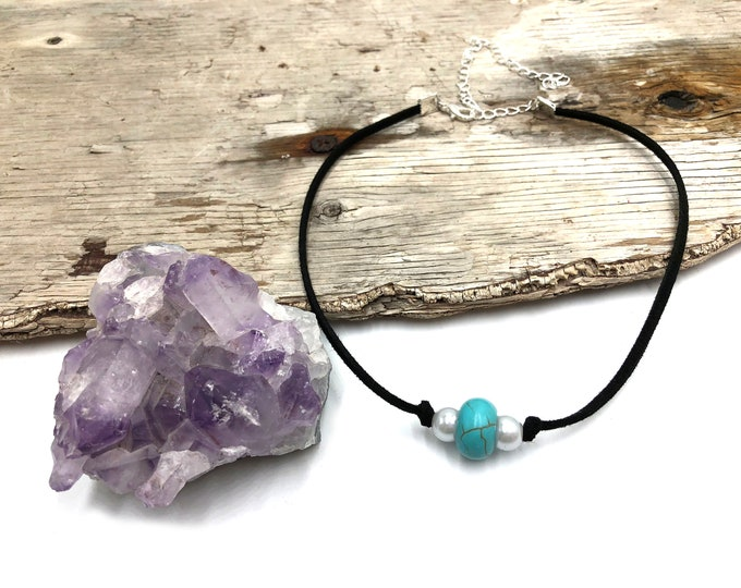 CARLOTTA: turquoise and glass pearl faux suede choker