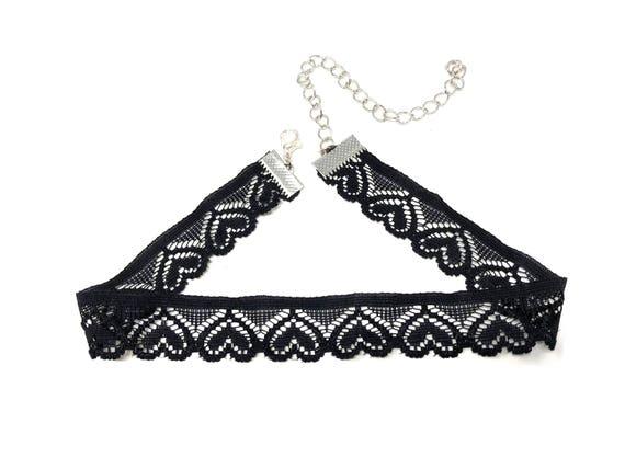 KYRA: black elastic heart lace choker