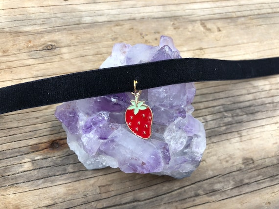 STRAWBERRY FIELDS: velvet elastic choker