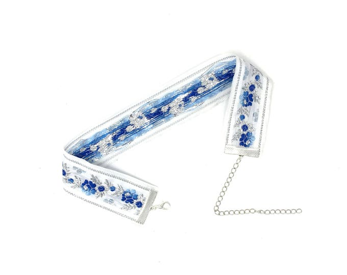 ALEXIS: blue and white floral jacquard choker