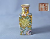 Antique Chinese Hand Painted Porcelain Small Vase with QianLong Mark DSC_00181
