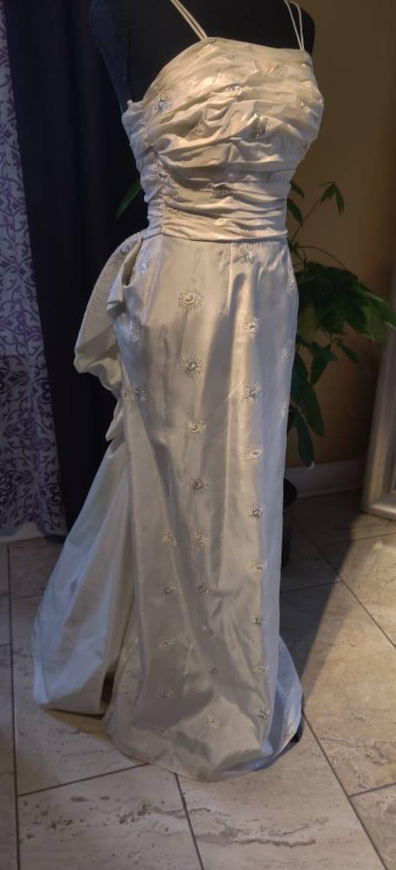 Elegant Duchess wedding dress! - image 4
