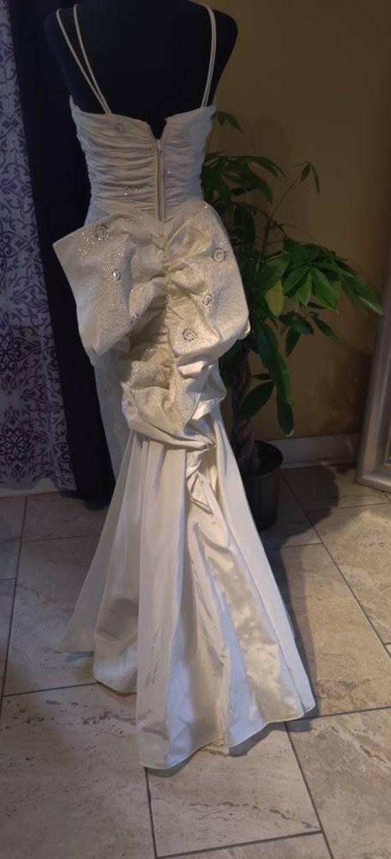 Elegant Duchess wedding dress! - image 5