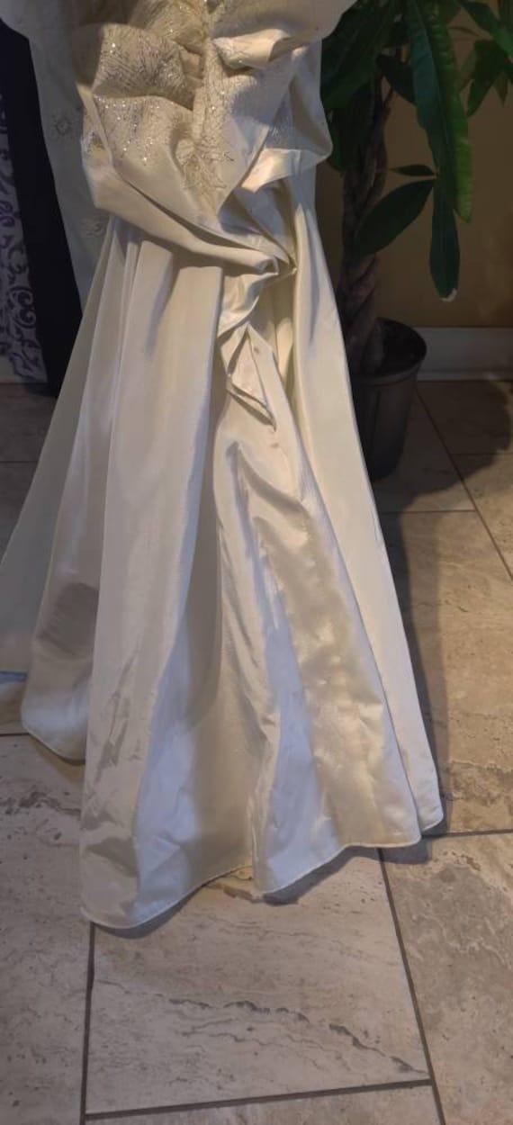 Elegant Duchess wedding dress! - image 2