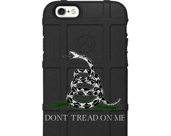 CUSTOM PRINTED Limited Edition - Authentic Made in U.S.A. Magpul Industries Field Case, Dont Tread on Me Vertical - dont-bwg